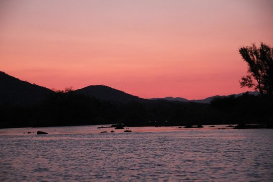 Kunene River Lodge: Sunset on the Kunene river