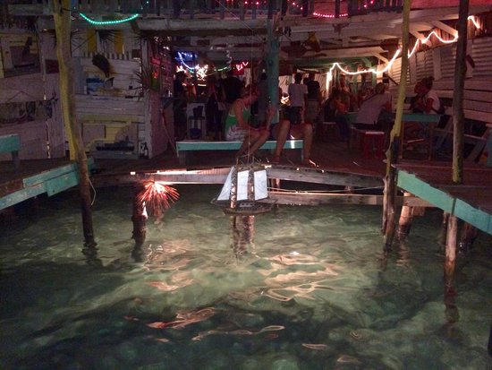 Babalu Bar and Grill: The open dock In the bar