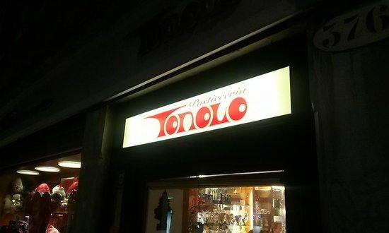 Pasticceria Tonolo: entrata lato Calle San Pantalon