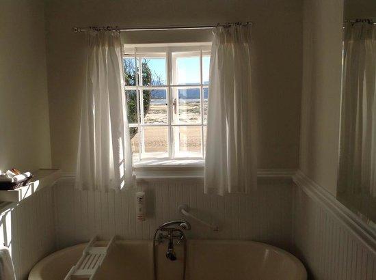 Milkwood Manor on Sea: Ausblick beim Duschen