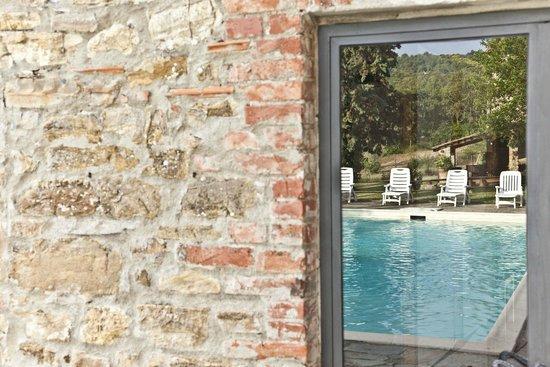Particolare piscina swimming pool detail picture of montelucci country resort agriturismo - Piscina di pergine valsugana ...