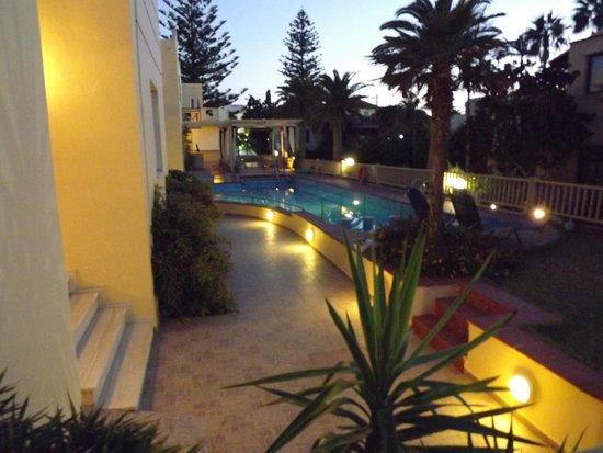 Lambrinos Suites: le soir  a l'hotel