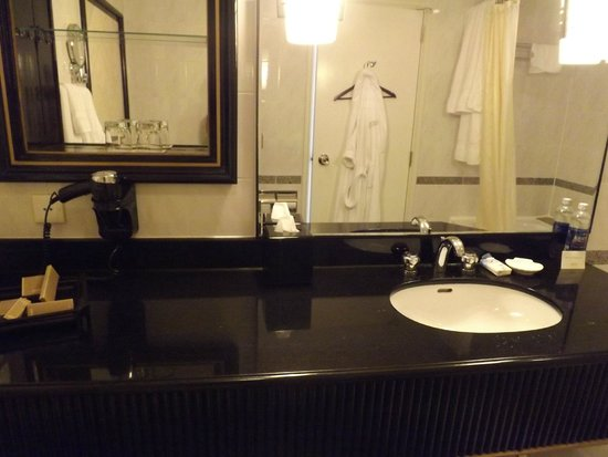 salle de bain picture of lotte legend hotel saigon ho chi minh city tripadvisor. Black Bedroom Furniture Sets. Home Design Ideas