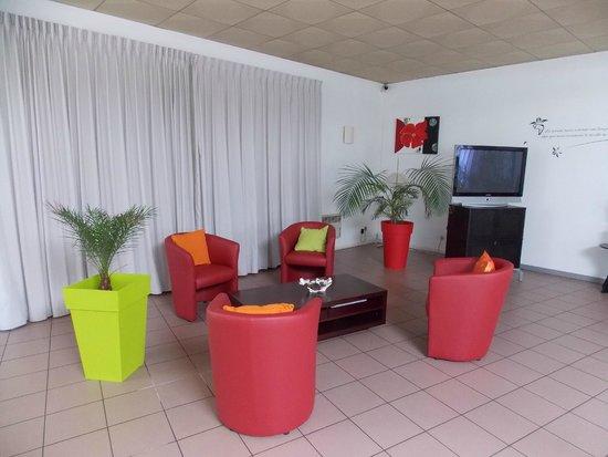 SALON TELE - Picture of Hotel du Delta, Biganos - TripAdvisor