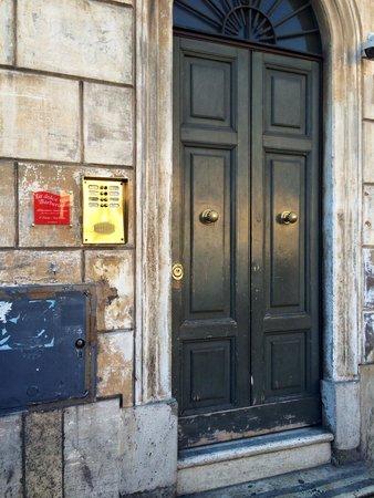 La Dolce Vita Barberini: Здравствуйте, я здесь живу! :)