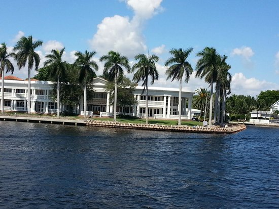 """mansion called the"""" White House"""" on the intracoastal waterway"""