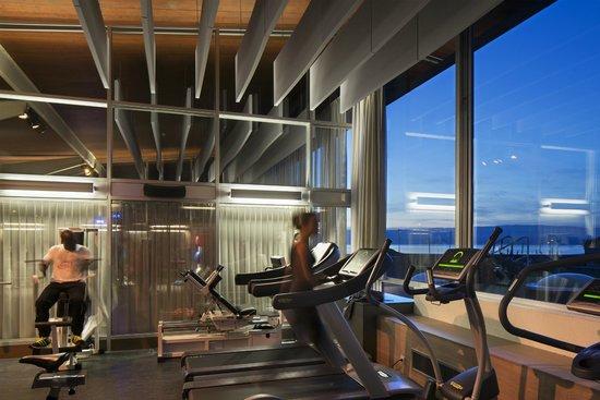 Salle cardio musculation avec vue sur le lac l man photo de thermes d 39 evian vian les bains - Salle de sport evian les bains ...