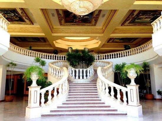 Titanic Palace: Hall