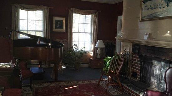 West Dover Inn: sala