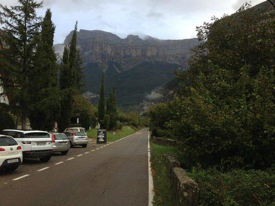 Hotel Ordesa: Ordesa desde el parking