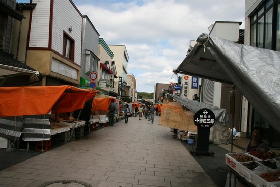 Morning Market in Wajima: 人もまばらな時間帯