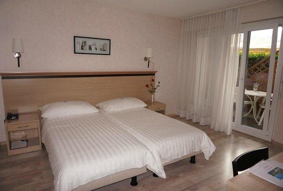 Hotel de la Vieille Tour: Chambre jardin avec terrasse