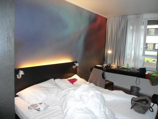 Hotel Montana: bedroom, small but very stylish