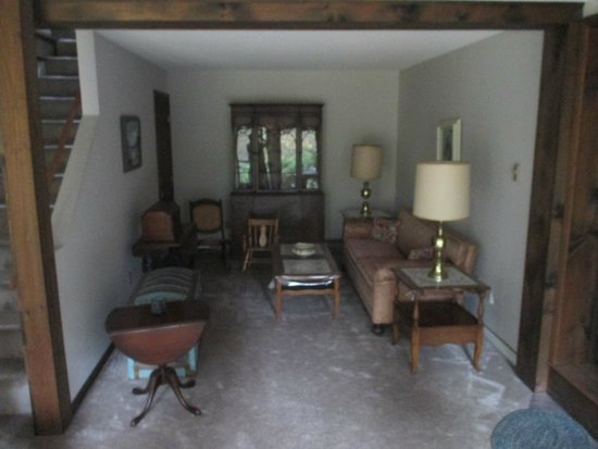 1-A Lenox Bed & Breakfast: 2nd living room area (the main living room is occupied by the owner)