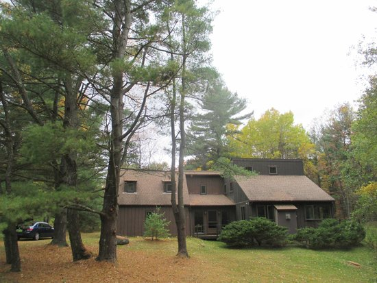 1-A Lenox Bed & Breakfast: Grounds