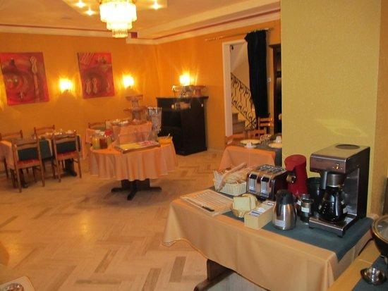 Hotel le Pavillon: Breakfast dining area