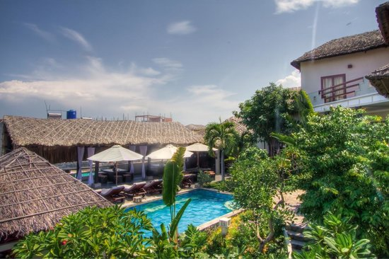 Mui Ne Hills Villa Hotel : Quiet setting with lush gardens
