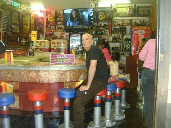 Fuente de soda hugos riobamba fotos n mero de tel fono for Sillas para fuente de soda