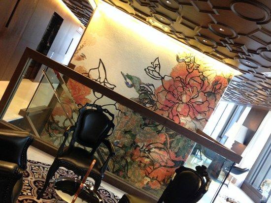 Mira Moon Hotel: Lobby