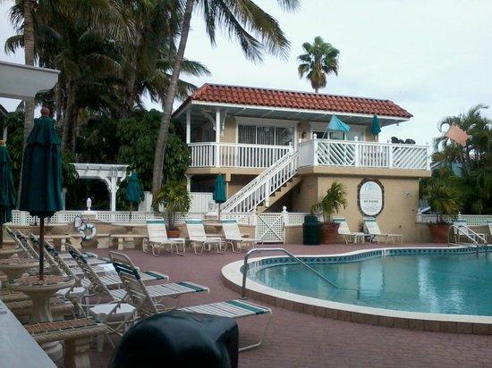 Tortuga Beach Resort: Pool area looking east