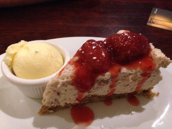 The Bridgend Inn: Homemade strawberry shortcake cheesecake