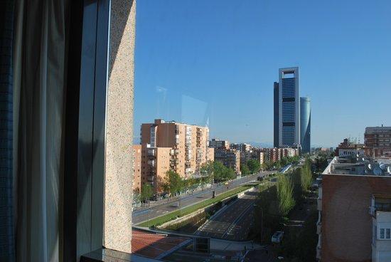 Hotel Via Castellana: Vista de los rascacielos desde la habitación