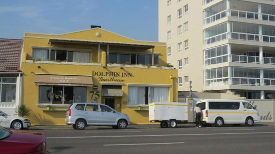 Dolphin Inn Guesthouse, Mouille Point: from the street
