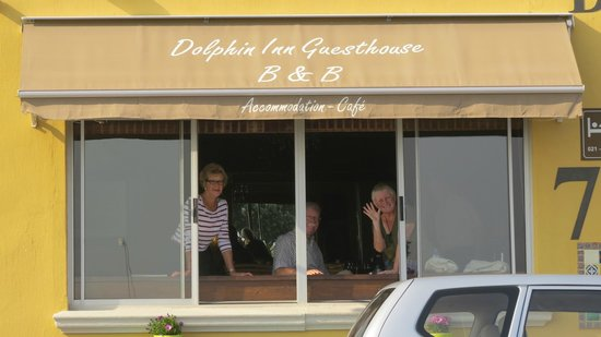 Dolphin Inn Guesthouse, Mouille Point: enjoying the view