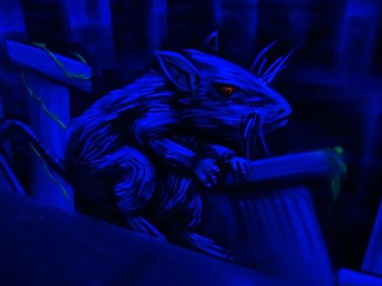 Laser District : Creepy Willard rat and other black light decor