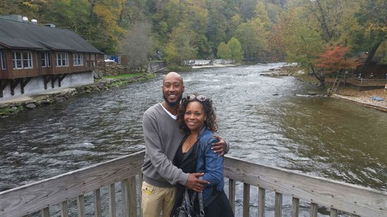 Cherokee Mountain Cabins: On the river