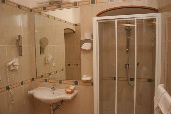 Adria Hotel Bari: bagno