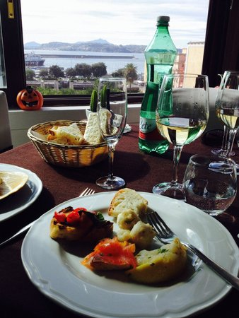 Putipu Bistrot : Fantastic Antipasto , great wine and an amazing view all make for an incredible lunch!