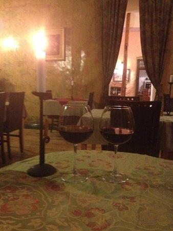 Dolmama Restaurant : Местное вино и уютная атмосфера