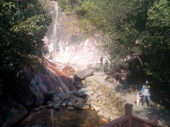 Jiulong Waterfall Scenic: Dit is het doel van de wandeling. Je kunt nog wel wat verder lopen