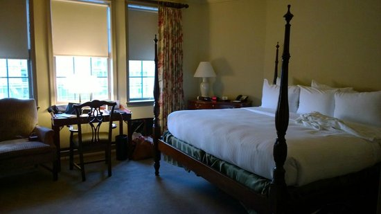 The Henley Park Hotel: room with king bed