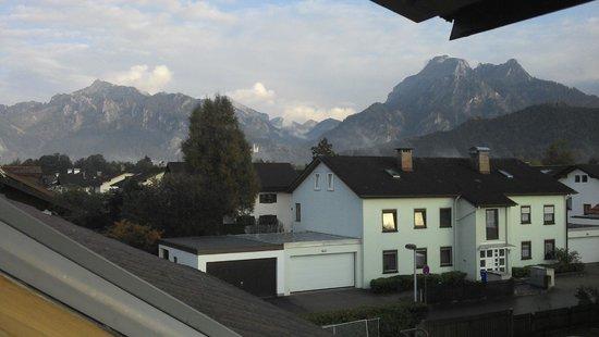 Haus Roesel: Vista da janela do quarto com schloss ao fundo!