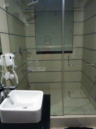 Rockwell Colombo: shower