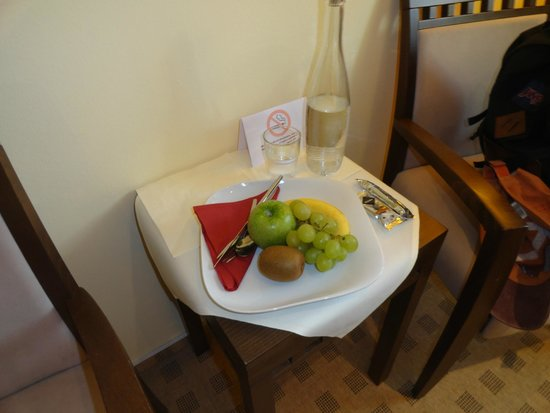 Merian Hotel: Mineral Water always in your room & a plate of fruit