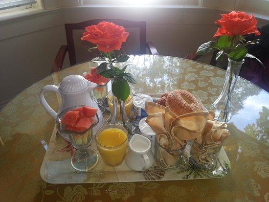 Monarch Cove Inn: Breakfast
