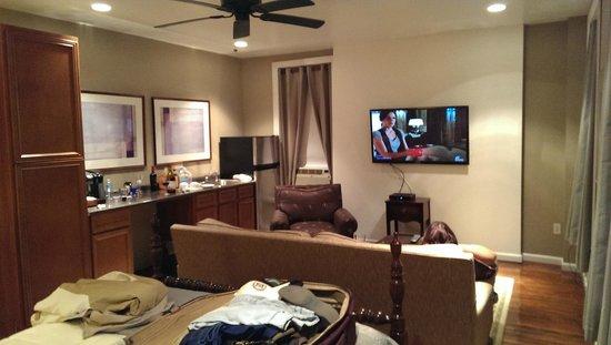 Grand Center Inn : Contemporary room sitting area