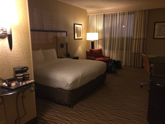 Hilton Woodcliff Lake : King sized bed