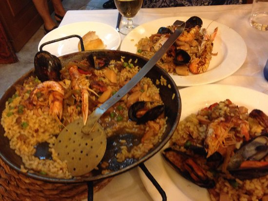 Can Culleretes: Delicious saucy paella