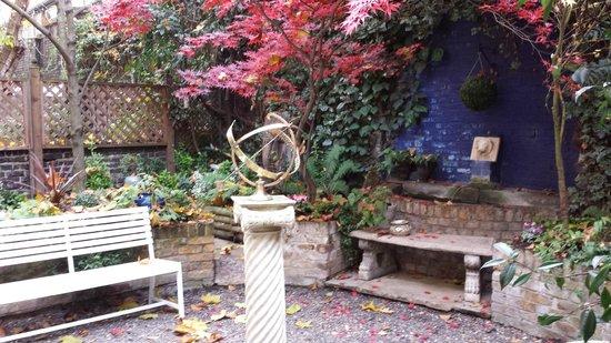 Vancouver Studios : Parte del jardín