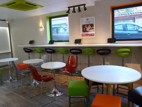 Ibis Budget Cannes Centre Ville: Salle du petit déjeuner