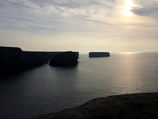 The Strand Seafood Bistro and Guesthouse: Cliff Walk at Sunset