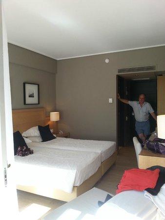 Sea View Hotel: Spacious room