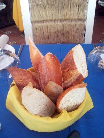 Bistro Soleiado : Excelente pan caliente, pide la mantequilla de la casa!