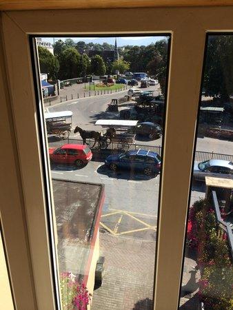 International Hotel Killarney: Horse Drawn Jitneys Outside