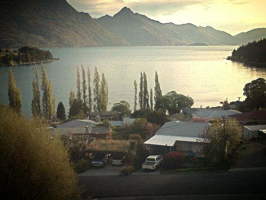 Earnslaw Lodge: Lakefront view
