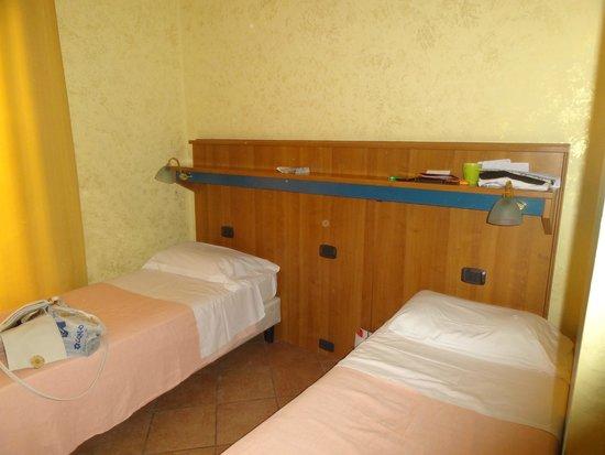 Hotel Tre Stelle : Кровати
